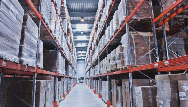 Learn how warehousing and freight forwarding are connected